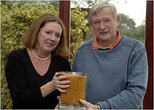 Clive Brockdorff bersama istrinya Susan Fletcher