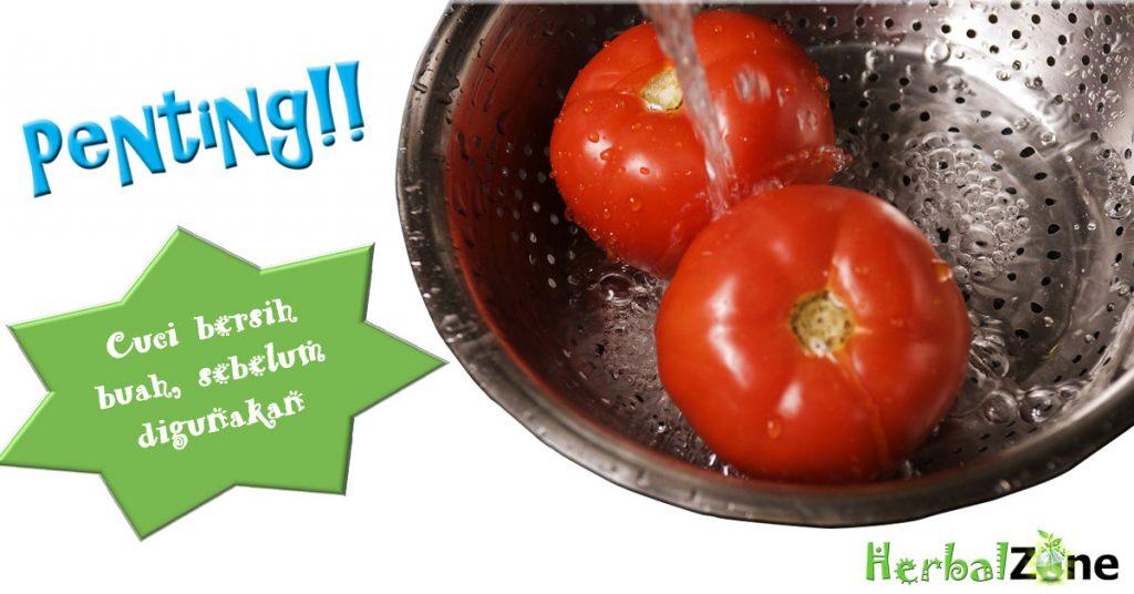 Jus Femmie langkah pertama Cuci wortel, tomat dan apel memakai air bersih